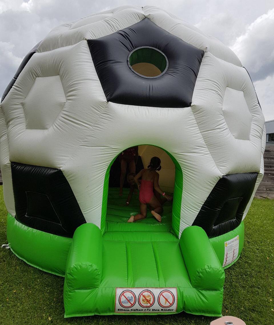 Karin Boy Hüpfburg Fussball
